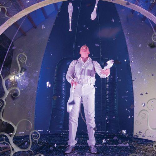 img-grid-snow-globe-circus